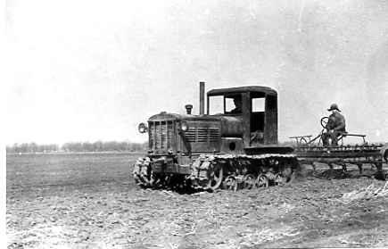 Тракторная культивация поля под огородные культуры 1944